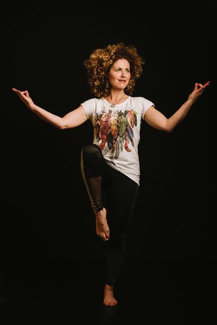 Emmelie-zipson-jong-yoga-kinderyoga-docent