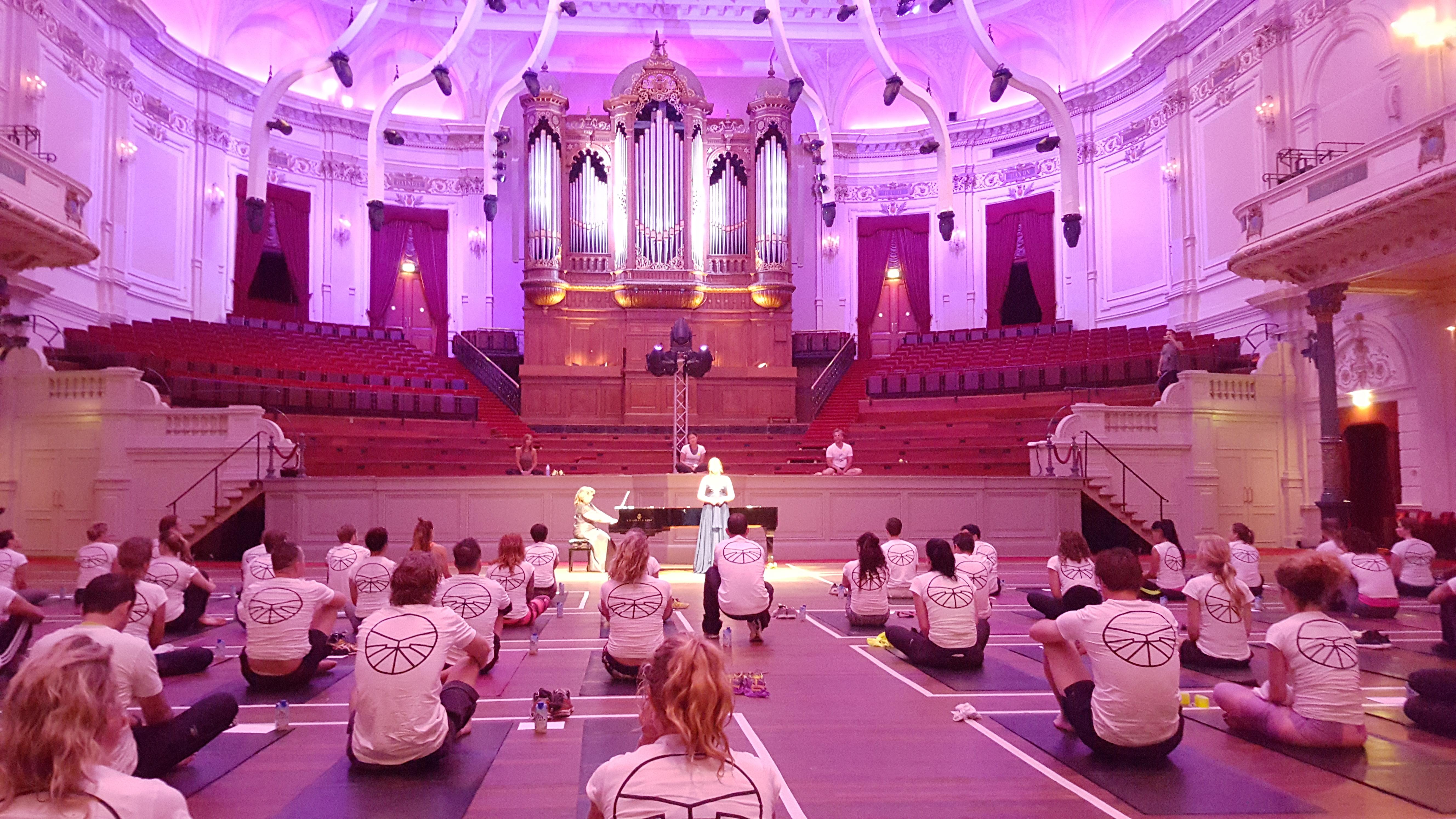 Yoga in Concertgebouw